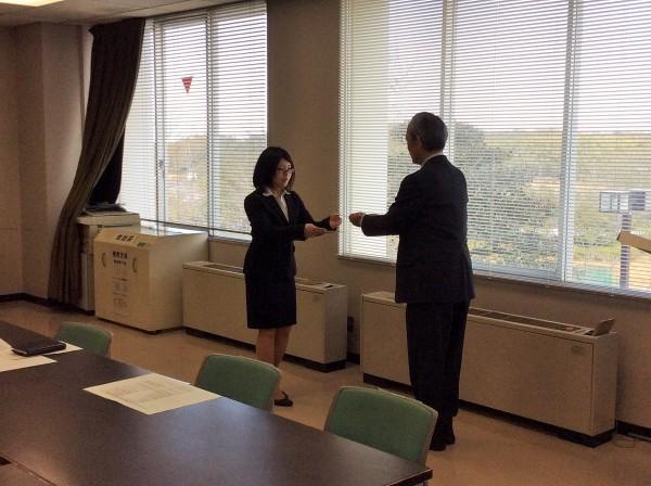 女子リーダーの鶴巻さんと家主組合長の都築様(写真手前)
