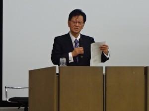 講演される神野直彦東京大学名誉教授