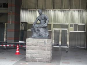 国立競技場銅像2